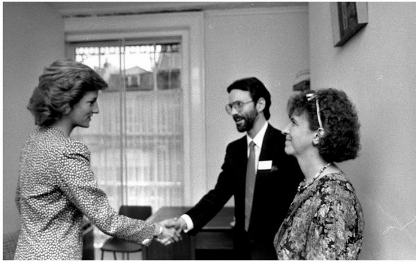 Princess Diana - Opened the Barley Wood ,le 23 Mai 1989 _ Suite