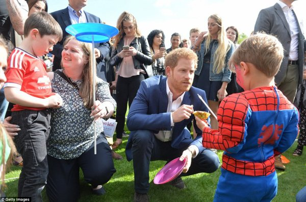 William & Catherine et Harry - Buckingham Palace Tea Party , le 13 Mai 2017 _ Suite