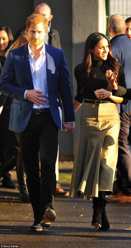 Prince Harry & Miss Meghan Markle - Nottingham , le 1er Décembre 2017 _ Suite