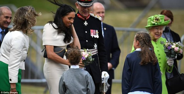 Duchess Meghan & Queen Elizabeth II - Cheshire , le 14 juin 2018 _ Suite