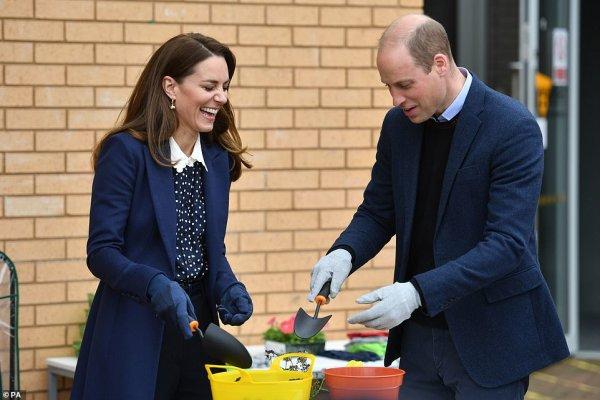 William & Catherine - Engagements Wolverhampton, le 13 mai 2021 _ Suite