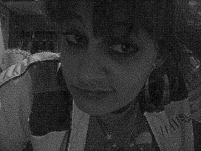 À force de trop t'aime, j'ai fini par couler, envahis par la haine et la ranc½ur , je n'ai qu'une envie te faire ressentir mes douleurs, t'en faire baver, te faire regretter de m'avoir laisser t'aimer !!!    (u)