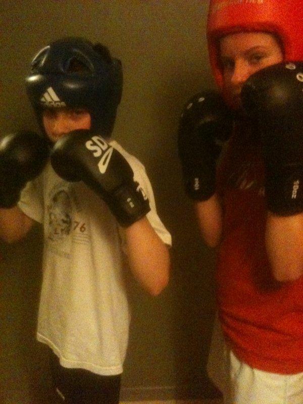moi et ma soeur en boxe!!!!!!!!!!!!!!!!!!!!!!!!!!!!!!