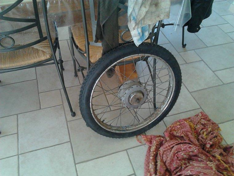 montage de nouveau pneux et nettoyage des jantes sur la superia