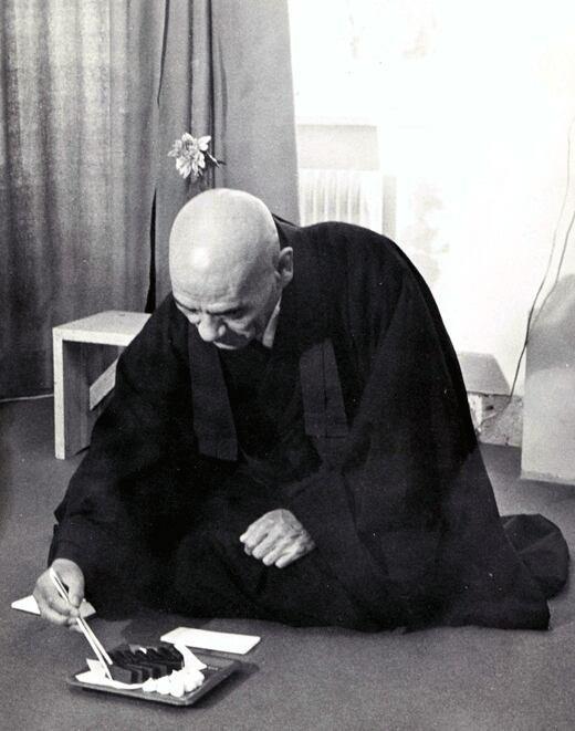 (citation du maître zen taisen deshimaru).le sport n est qu'un amusement et enfin de compte par l'esprit de compétition,il use le corps c est la raison pour laquelle les arts martiaux doive retrouver leur dimension première.dans l esprit du zen et du budo,la vie quotidienne devient le lieu de combat.c est à chaque instant qu'il faut être conscient en se levant en se couchant,la maîtrise de soi se trouve la.