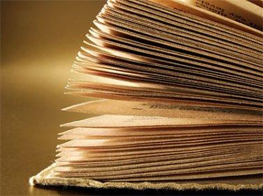 Les pages d'un livre se tournent comme les secondes de la vie s'écoulent