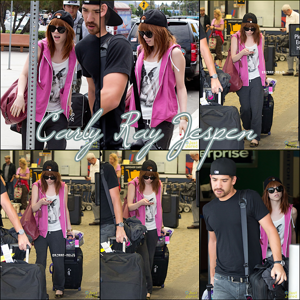 _____Catégorie  ~__ « Candids »  31 / 08 / 13 - Carly Rae Jespen arrive à l'aéroport Bob Hope à  Burbank.  ► Je dirai un BOF pour sa tenue. Et pour vous un TOP ou FLOP ?