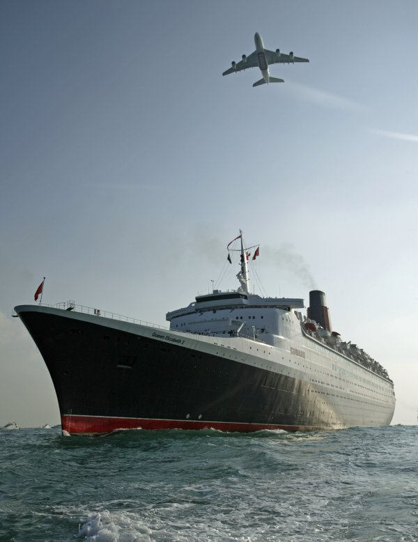 QUEEN ELIZABETH 2 could sail to Freemantle Australia.. Le QE2 pourrait partir en Australie.