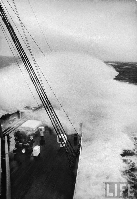 Paquebot en tempête (3) -  QUEEN ELIZABETH  1940 - années 50