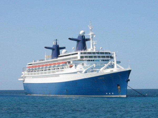 Du SS FRANCE  1962 -1974 au SS NORWAY  1980 puis avec ponts rajoutés 1990-2003