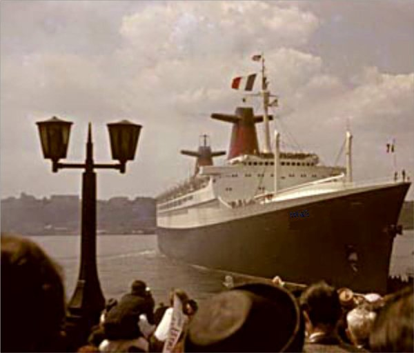SS FRANCE leaving New York Pier