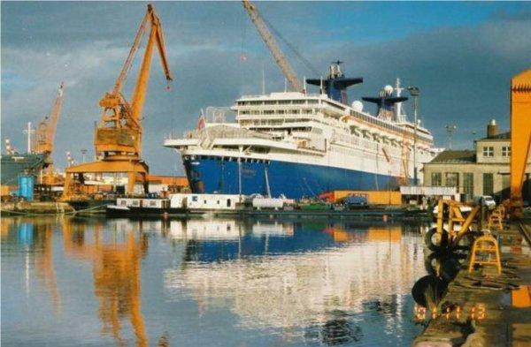 SS NORWAY EX PAQUEBOT FRANCE A BREMERHAVEN  13 novembre 2001