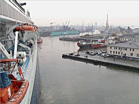 SS Norway arrives in Bremerhaven july 24th, 2003 - Arrivée du SS Norway à Bremerhaven 24 juillet 2003 ( 3 )