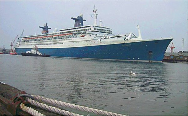 SS Norway arrives in Bremerhaven july 24th, 2003 - Arrivée du SS Norway à Bremerhaven 24 juillet 2003 ( 4 )