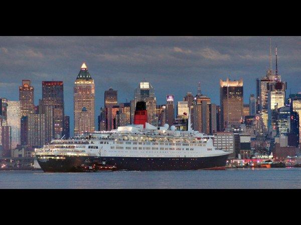 Cunard QE2 & QM2 - Queen Elizabeth 2  - Queen Mary 2