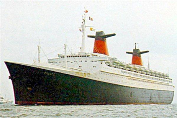 SS FRANCE arrive à Southampton milieu années 70