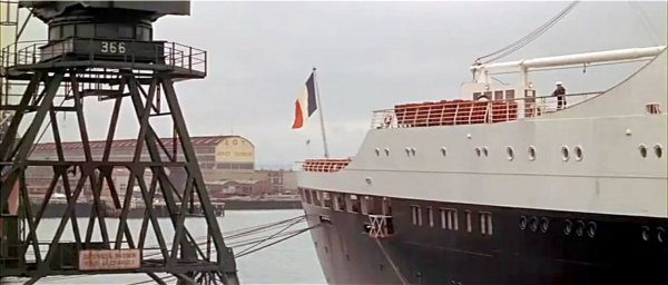 """ SS FRANCE "" dans le film ""Le Gendarme à New York"""