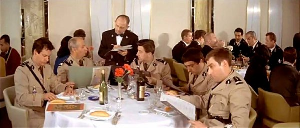 Ss france dans le film le gendarme new york 3 for Salle a manger new york