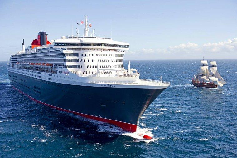 Queen Mary 2 et HMS Endeavour mars 2012 Australie