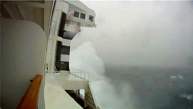 QUEEN MARY 2 - Tempête sur l'Atlantique-nord - Traversée 12 au 19 décembre 2011