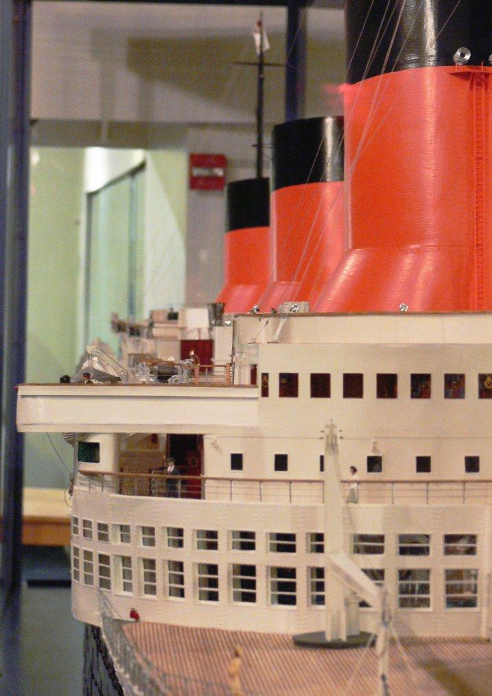 """Superbe maquette du paquebot """"s/s NORMANDIE"""" ..."""