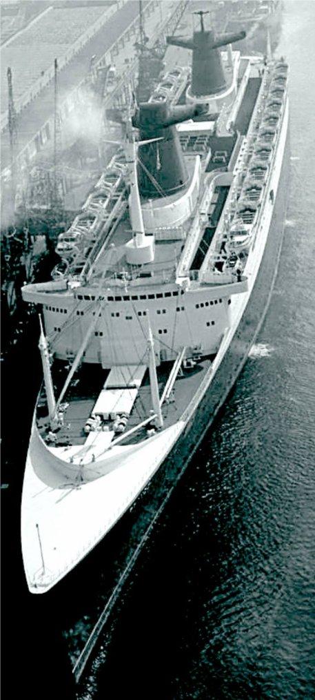s/s FRANCE escale au Quai Joannès Couvert au Havre en 1964