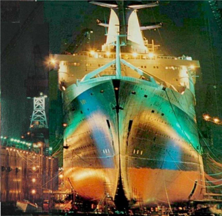 s/s NORWAY en carénage sur Dock flottant à Hamburg en 1984