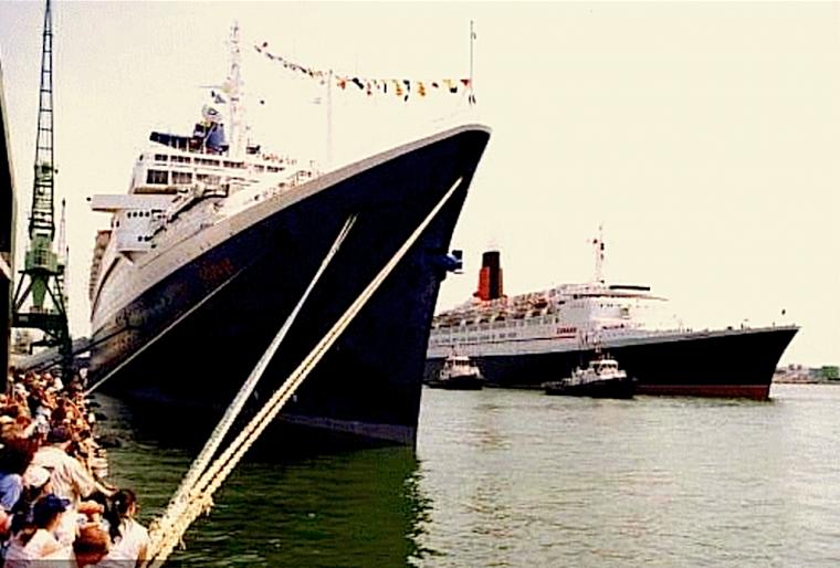 s/s NORWAY arrive au Havre 14 juillet 1999