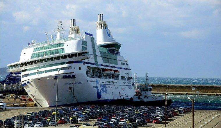 Car Ferry Napoléon Bonaparte manque de couler à Marseille