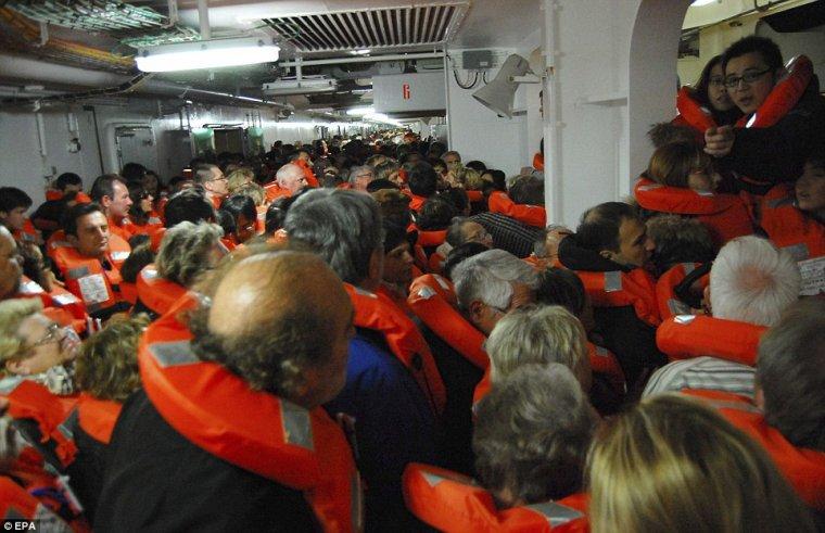 Il y a 1 an 13/01/2012 :  COSTA CONCORDIA  : 32 victimes