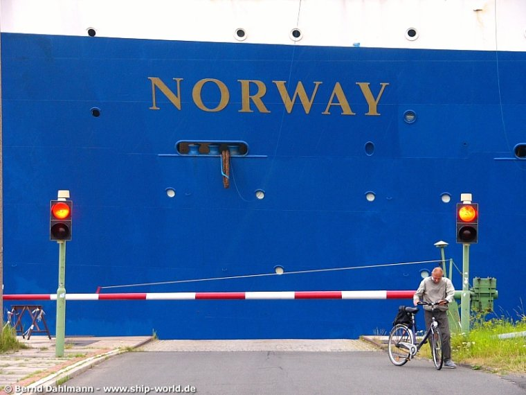 ss Norway - mai 2005 - Commandant Haakon Gangdaal quitte le paquebot
