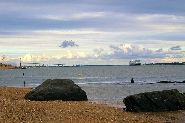 Le paquebot AZAMARA JOURNEY dans l'estuaire de la Loire à Saint Nazaire 24 août 2014