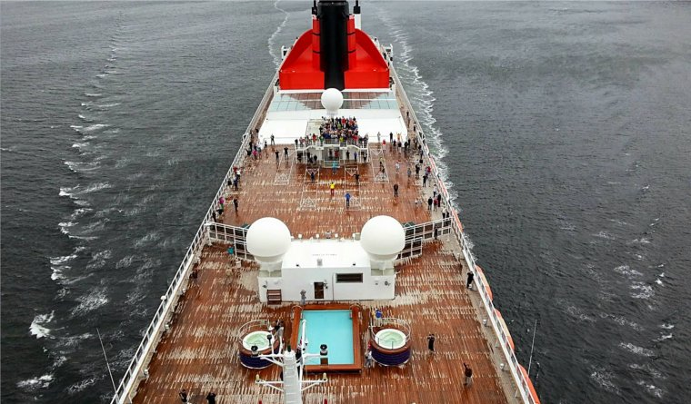 CUNARD QM2 175th ANNIVERSARY CROSSING : AT SEA  07/07/2015