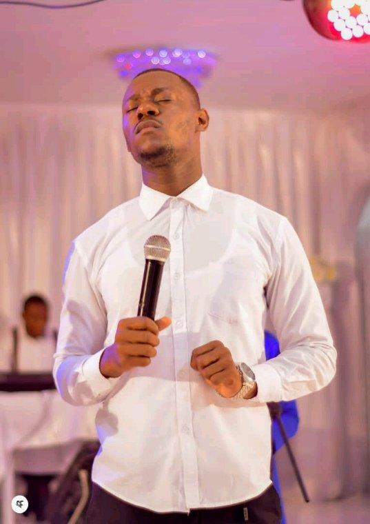 Fuxxy TSHIZEB dans la présence de Dieu