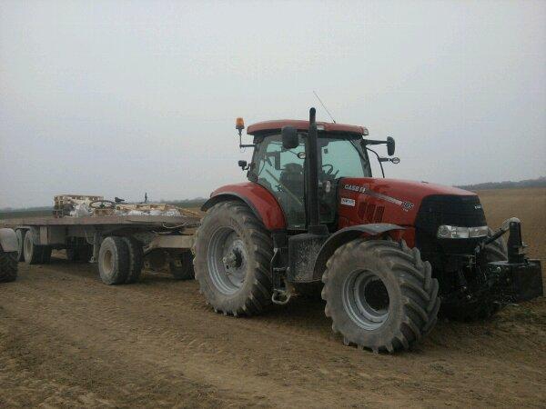 Case puma 185cvx avec remorque de camion