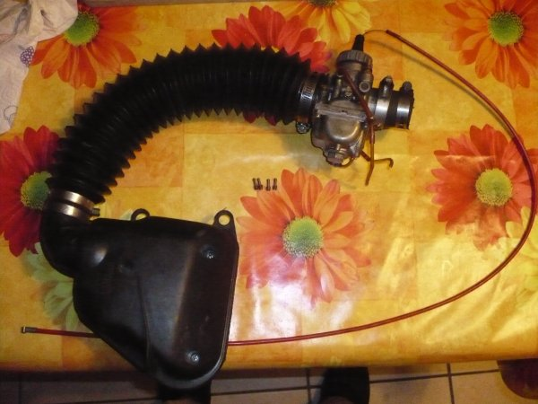 Vend carbu 26 MIKUNI VM26+systeme boite à air de scoot 85 euros