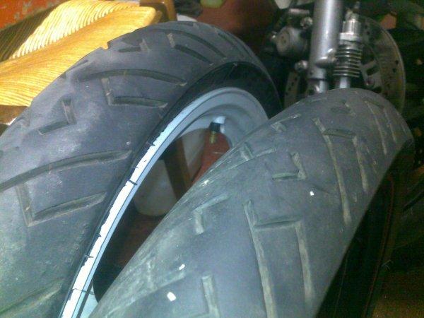 Vend 2 pneus M29 competition (M29C) en superbe état !