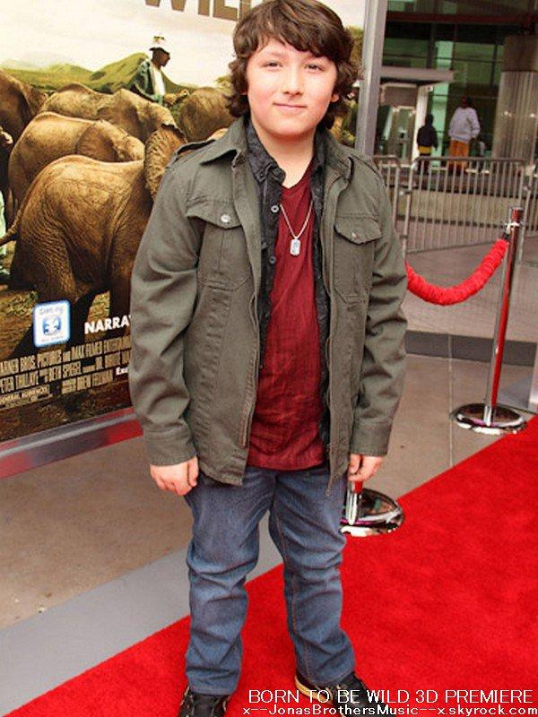 . 5/04/11 Frankie s'est rendu à la première du film Born To Be Wild 3D à Los Angeles. .