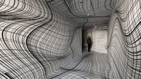 Les illusions d'optique de cette pièce créée par Peter Kogler risquent de vous donner le tourni !