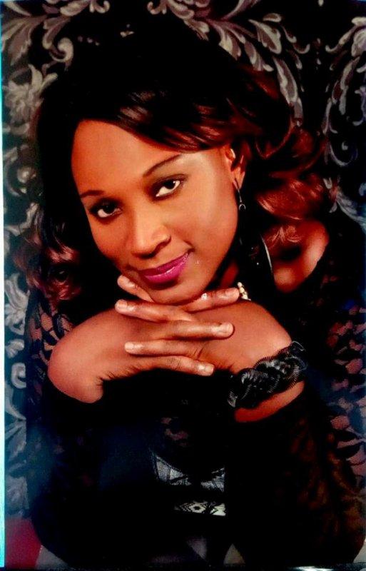 La Biographie en Bref  de  SEMAH   L'une des star de la musique Ivoirienne beaucoup sollicité dans le monde,avec une voix envoûtante ,un style bien accentuée est la nouvelle princesse du Bafing. Elle fait de la variété passant de l'Afro -Zouk au coupé Décalé- de la Salsa à la Rumba ...Elle assure grave sur Scène. Semah à un grand C½ur,elle aide beaucoup les Orphelins ,les Malades et les Enfants de la rue...La carrière Musicale de SEMAH démarre en 2006 avec son Album Amore qui signifie (Amour)depuis Lors a chaque sortie d'Album elle carton très fort et beaucoup apprécié en Afrique et en Europe. L'artiste réside en France.Il faut souligner que SEMAH est aussi actrice de Cinéma et Propriétaire de la Boite SEMAH PROD en côte d'Ivoire.SEMAH vient de faire sortir un nouvel Album à Découvrir Absolument .Faite le téléchargement sur YouTube -Skyrock- Facebook et d'autre site .