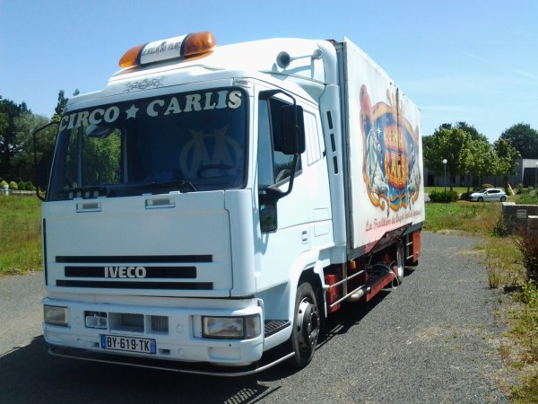 nouveau reportage sur le cirque Carlis
