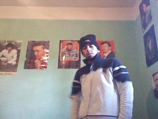moiii dans mon monde ma chambre :)