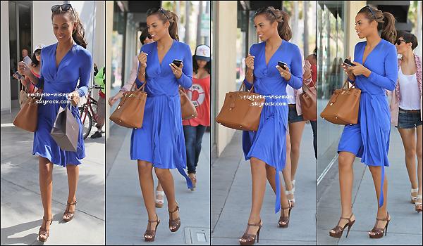 . 18/02/12 : Rochelle , Vanessa et Frankie faisaient une scéance shopping sous le beau soleil de Beverly Hills , CA. La dernière journée à LA est arrivée alors les filles en profitent. Je les trouve vraiment belles surtout Mollie comme d'habitude  .