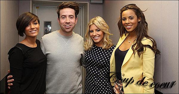 . 16/04/12 : Rochelle , Frankie et Mollie se sont rendues dans les studios de la radio «Radio 1 », de Londres . Je trouve Rochelle tt simplement extraordinaire dans cette tenue àdominantejaune. Elle était vraimentresplendissante. .