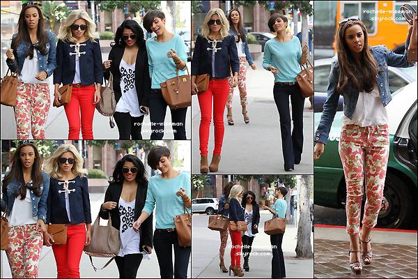 . 15/02/12 : Dans la journée les filles se baladaient toutes les quatre , dans les rues de la belle ville de Los Angeles. Quand soudain letempschangea et la pluie apparue mais malgré ça Rochelle et Mollie étaient toujourssuperbes comme Fran.  .