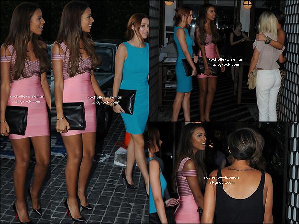 . 19/08/12 : Rochelle , accompagnée de Mollie , Vanessa et un de leur ami se promenaient dans les rues de Los A. Je trouve très belle Rochelle. Sa tenue est pour moi la plus belle de celles des filles. Petit bémol pour Nessa et bof pour Mollie. .
