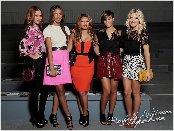 . 12/09/12 : Les filles au complet étaient de sortie pour la Fashion Week , se déroulant dans la ville de New-York. Je trouve Rochelle vraiment belle et cette tresse lui va parfaitement bien. J'aime beaucoup les tenues de Mollie , Una et Fran'. .