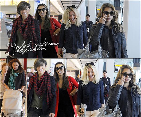 . 27 /09/12 : Les girls ont embarqués à l'aéroport d'Heathrow direction le LAX airport , et la ville de Los Angeles. Mollie , Rochelle , Vanessa et Frankie étaient ensembles tandis que maman Una était avec Aoife. J'aidore la tenue de Mollie K..