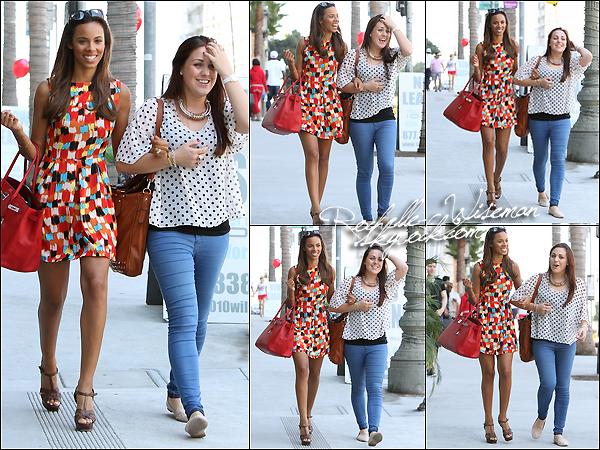 . 28 /09/12 : Les girls sont arrivées dans la mythique ville de Los Angeles , avec bébé Aoife dans leurs bagages. Les filles étaient vraiment très jolies , comme d'habitude. J'aime beaucoup la robe graphique de Mollie , elle est très originale..