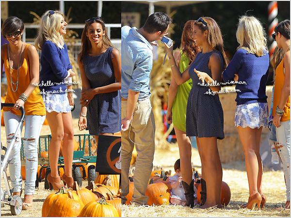 . 24/10/12 : Les filles se sont offert un moment de détente pour aller à Mr Bones Pumpkin Patch à W. Hollywood. C'était la période d'Halloween alors c'était très bien choisi. Il faisait beau.Aoife étaient super mignonne , les filles superbes. .